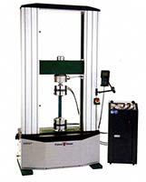 Рис. 1: Напольная испытательная машина серии U, мод. 300ST компании Tinius Olsen
