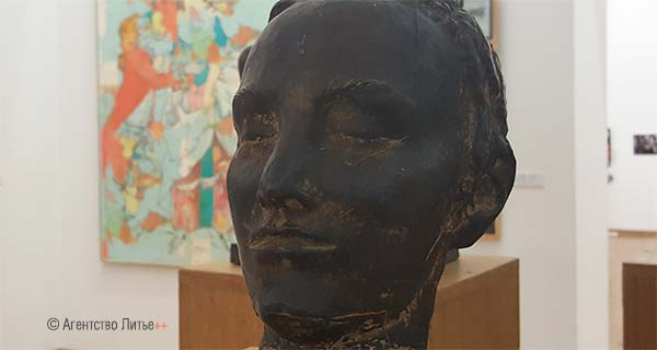 "А. Сухолит ""Голова"", 1986, бронза"