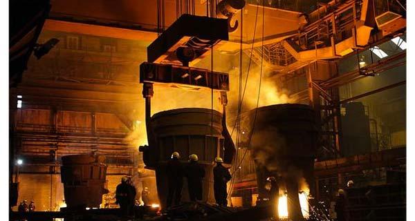 Разливка металла на заводе SFIL
