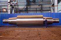 Цельнокованый опорный валок, весом 225 т, изготовленный ПАО 'Энергомашспецсталь' из слитка весом 415 т