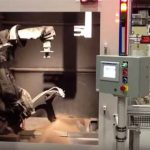 Использование робота для очистки поверхностей