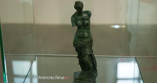 Скульптура Дали