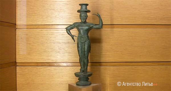 Бронзовая скульптура из захоронения фараонов (3500 лет), Лувр (Париж)