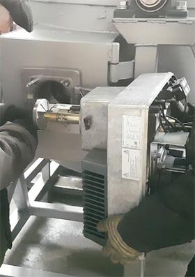 Монтаж жидкотопливной горелки Weishaupt в корпус печи LFTF-500