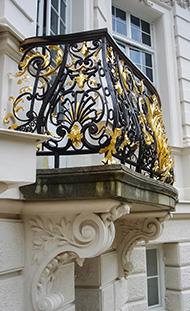 Балкон с литым ограждением