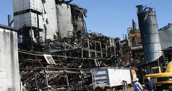 Взрыв сахарной пыли уничтожил сахарный завод в Порт-Вентворте