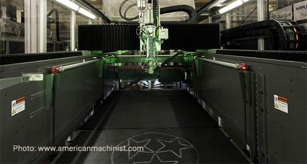 Машина для производства добавок большой площади в Национальной лаборатории Ок-Риджа