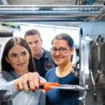 Aalen University обучает потенциальных инженеров Tesla